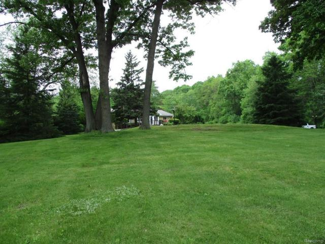 7217 Sashabaw Rd, Clarkston, MI 48348 (MLS #218048849) :: The John Wentworth Group