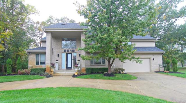 5612 Stanhope St, West Bloomfield, MI 48322 (MLS #218099121) :: The John Wentworth Group