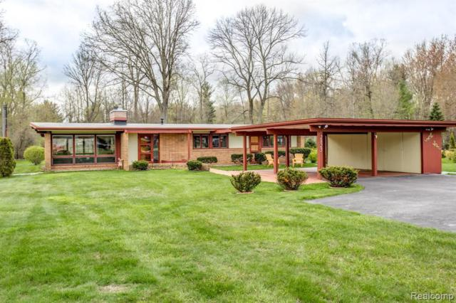 2825 Country Club Dr, Port Huron, MI 48060 (MLS #219044059) :: The Tom Lipinski Team at Keller Williams Lakeside Market Center