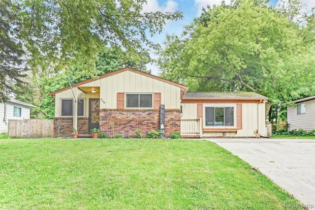 426 Hastings St, Holly, MI 48442 (MLS #219054267) :: The John Wentworth Group