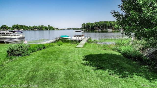 2386 Crane Rd, Fenton, MI 48430 (MLS #219079761) :: The Tom Lipinski Team at Keller Williams Lakeside Market Center