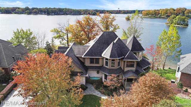 997 Thompson Shore Dr, Howell, MI 48843 (MLS #219124767) :: The John Wentworth Group