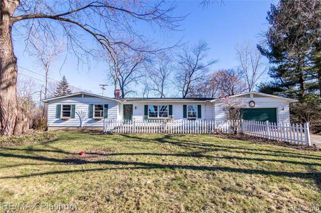 10882 Hibner Road, Hartland, MI 48353 (MLS #2200001543) :: The John Wentworth Group