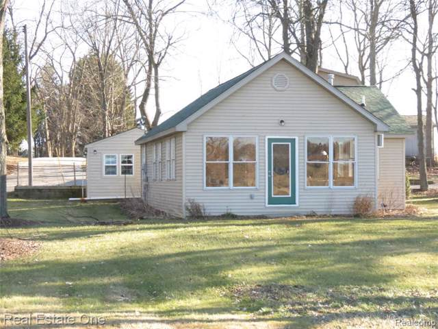 4565 Parker Dr, Howell, MI 48843 (MLS #2200002482) :: The John Wentworth Group