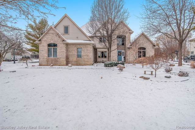 3354 Lakewood Shores Dr, Howell, MI 48843 (MLS #2200005621) :: The John Wentworth Group