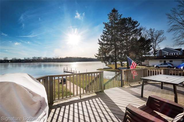 4027 Homestead Dr, Howell, MI 48843 (MLS #2200006062) :: The John Wentworth Group
