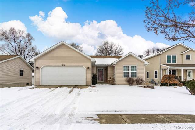 714 Mary Ann Dr, Holly, MI 48442 (MLS #2200005926) :: The John Wentworth Group