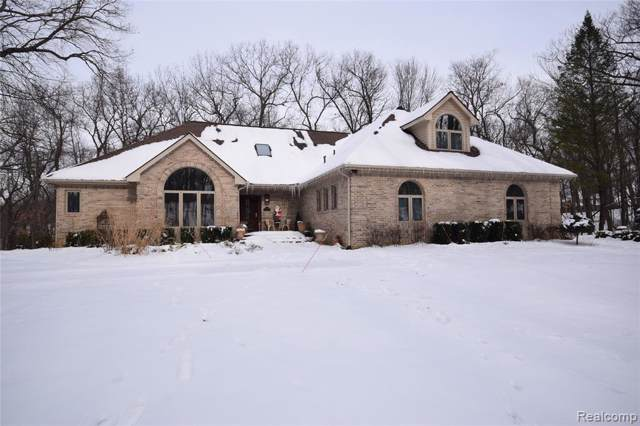 12203 Woodline Dr, Fenton, MI 48430 (MLS #2200006119) :: The John Wentworth Group