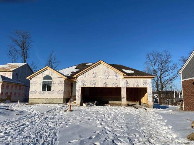 709 Pinecreek Dr, Fenton, MI 48430 (MLS #2200005649) :: The John Wentworth Group