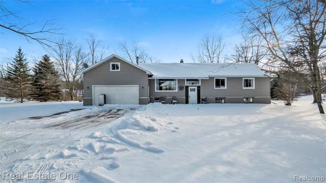15384 Dixie Hiwy, Holly, MI 48442 (MLS #2200007264) :: The John Wentworth Group
