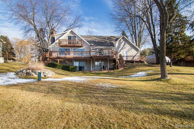 9320 Hills Cove Dr, Goodrich, MI 48438 (MLS #2200000641) :: The John Wentworth Group