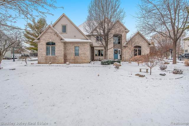 3354 Lakewood Shores Dr, Howell, MI 48843 (MLS #2200013187) :: The John Wentworth Group