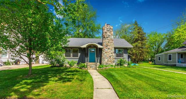 114 Clarence St, Holly, MI 48442 (MLS #2200013109) :: The John Wentworth Group
