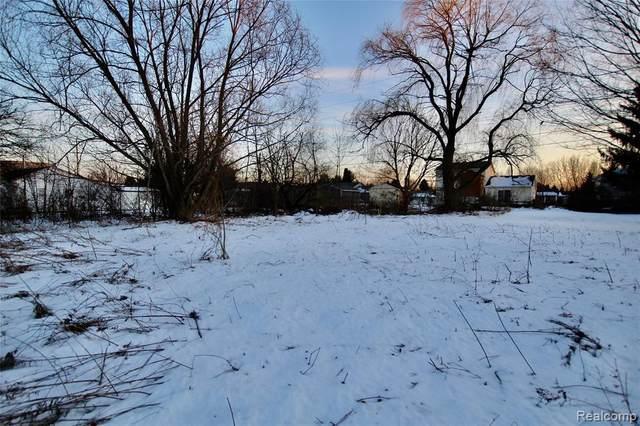 4111 Silver Lake Rd, Linden, MI 48451 (MLS #2200013716) :: The John Wentworth Group