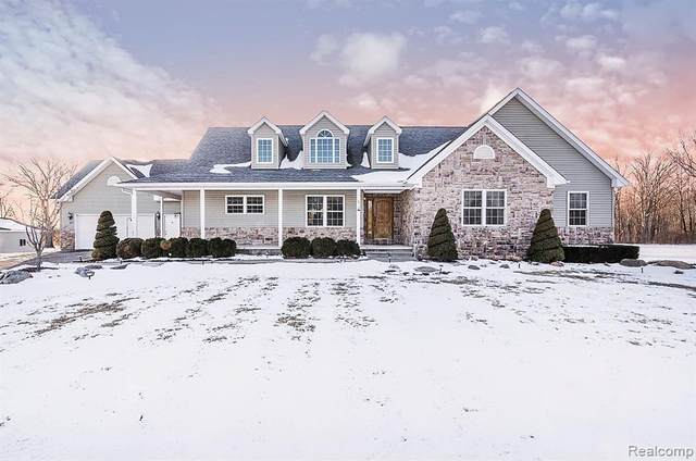 5355 Country Acres Trl, Howell, MI 48855 (MLS #2200013242) :: The John Wentworth Group