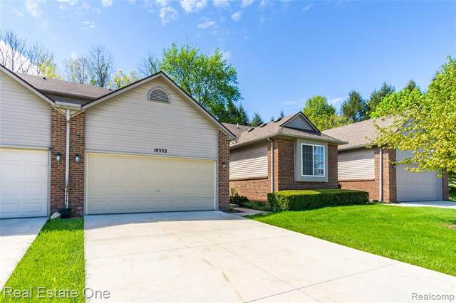 10322 Tophill Dr, Hartland, MI 48353 (MLS #2200034570) :: Scot Brothers Real Estate