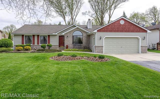 4021 W Maple Rd, Wixom, MI 48393 (MLS #2200035858) :: The Tom Lipinski Team at Keller Williams Lakeside Market Center