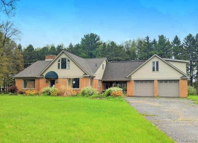 10520 Bigelow Rd, Davisburg, MI 48350 (MLS #2200037244) :: The Tom Lipinski Team at Keller Williams Lakeside Market Center