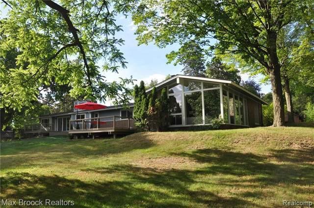 4395 Pine Tree Trl, Bloomfield Hills, MI 48302 (MLS #2200037118) :: The Tom Lipinski Team at Keller Williams Lakeside Market Center