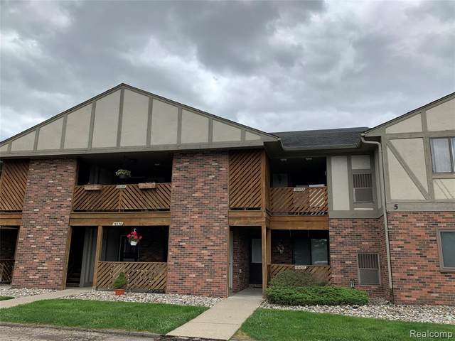 16452 Clarkson Dr Unit#70-Bldg#5, Fraser, MI 48026 (MLS #2200038320) :: The Tom Lipinski Team at Keller Williams Lakeside Market Center
