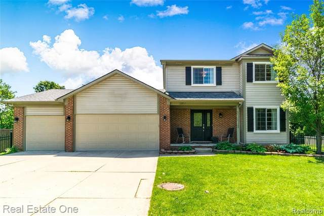 2057 Alsdorf Ave, Rochester Hills, MI 48309 (MLS #2200039873) :: The Tom Lipinski Team at Keller Williams Lakeside Market Center