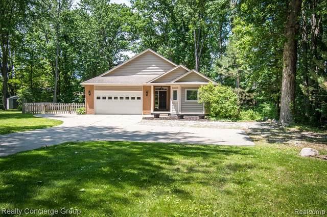 1995 Grubb St, Hartland, MI 48353 (MLS #2200042055) :: Scot Brothers Real Estate