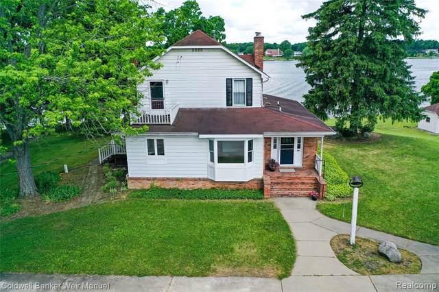 801 Maxfield Rd, Hartland, MI 48114 (MLS #2200048592) :: Scot Brothers Real Estate