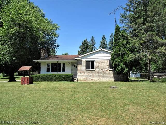 4502 Fairwood Dr, Burton, MI 48529 (MLS #2200049217) :: Scot Brothers Real Estate