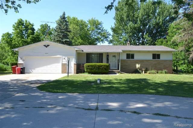 5261 E Bristol Rd, Burton, MI 48519 (MLS #2200049321) :: Scot Brothers Real Estate