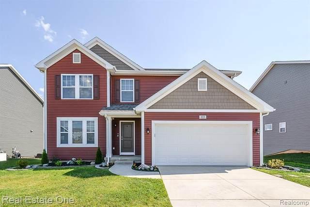 3221 Hill Hollow Ln, Howell, MI 48855 (MLS #2200046653) :: Scot Brothers Real Estate