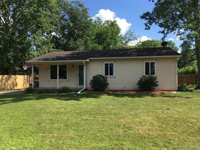307 Fairfield Ave, Holly, MI 48442 (MLS #2200050632) :: Scot Brothers Real Estate