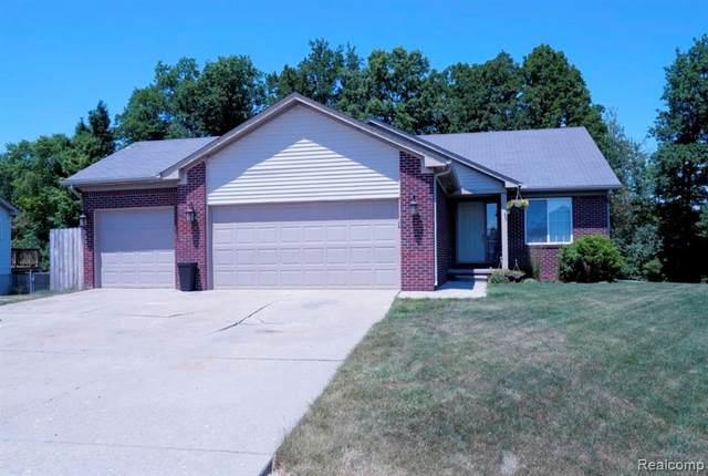 5465 Pear Tree Dr, Burton, MI 48519 (MLS #2200050408) :: Scot Brothers Real Estate