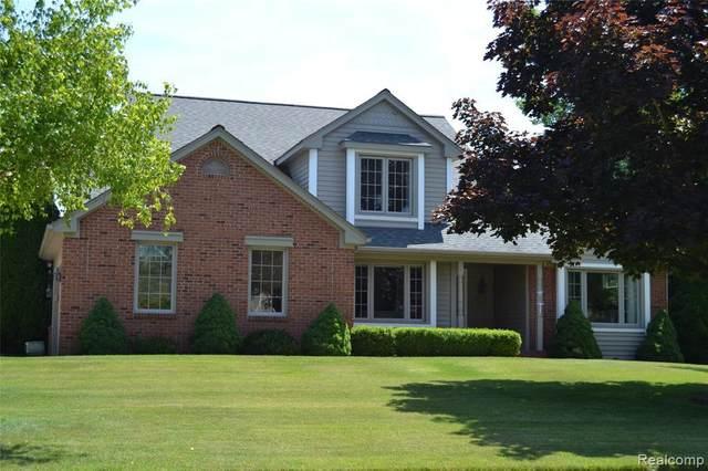 2561 Briar Cliff Dr, Highland, MI 48357 (MLS #2200050897) :: Scot Brothers Real Estate