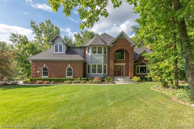 6975 Sunset Dr, South Lyon, MI 48178 (MLS #2200060362) :: Scot Brothers Real Estate