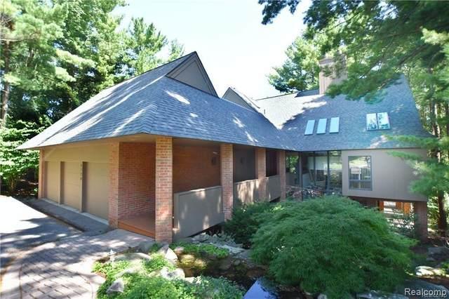 4720 W Wickford, Bloomfield Hills, MI 48302 (MLS #2200062115) :: Scot Brothers Real Estate