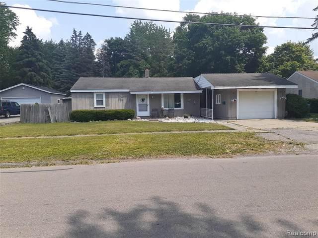 504 Hartner Dr, Holly, MI 48442 (MLS #2200062196) :: Scot Brothers Real Estate