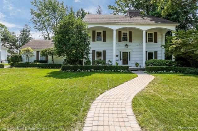 717 Sunningdale Dr, Grosse Pointe Woods, MI 48236 (MLS #2200071356) :: The BRAND Real Estate