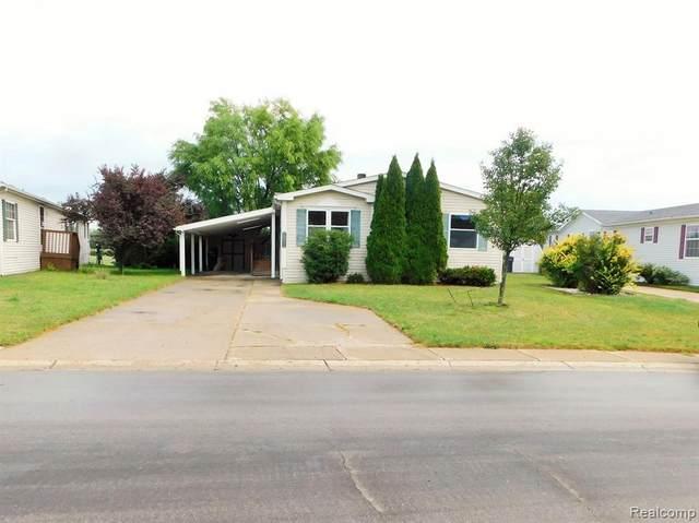 1820 Helena Ave, Hartland, MI 48353 (MLS #2200073489) :: Scot Brothers Real Estate