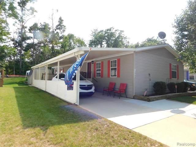 13480 Denver Dr, Hartland, MI 48353 (MLS #2200074845) :: Scot Brothers Real Estate