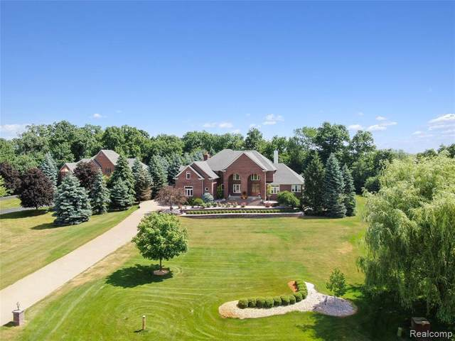 4356 Hickory Ridge Crt, Plymouth, MI 48170 (MLS #2200078886) :: Scot Brothers Real Estate