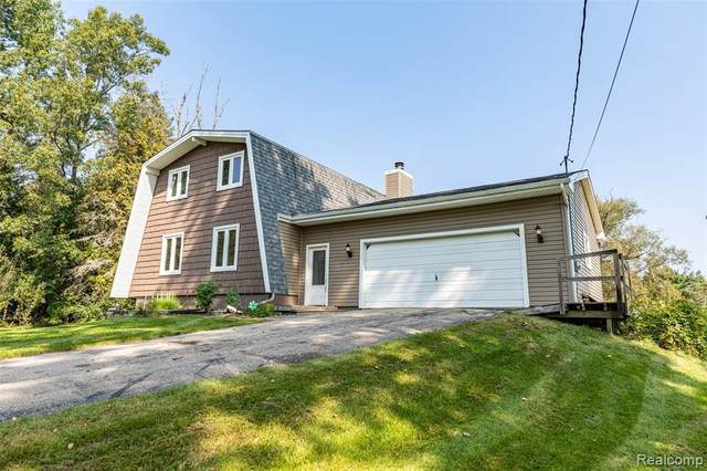 1325 Thistleridge Dr, Holly, MI 48442 (MLS #2200078831) :: Scot Brothers Real Estate