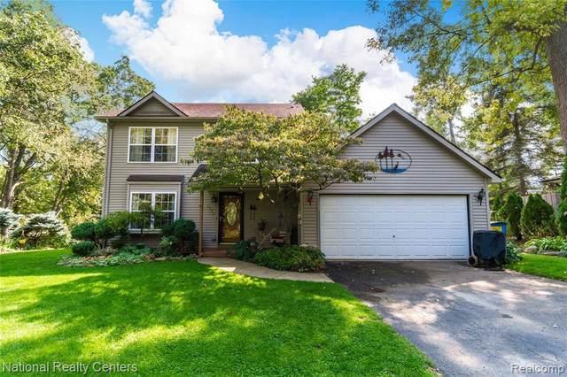 1321 Glen Oak Dr, Holly, MI 48442 (MLS #2200079925) :: Scot Brothers Real Estate