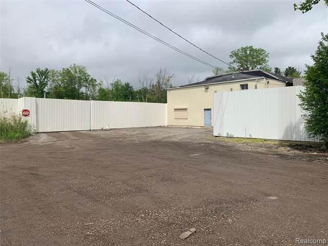 3150 E Maple Ave, Burton, MI 48529 (MLS #2200080548) :: Scot Brothers Real Estate