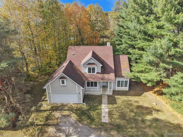 2026 Yorway Dr, Howell, MI 48843 (MLS #2200087187) :: Scot Brothers Real Estate