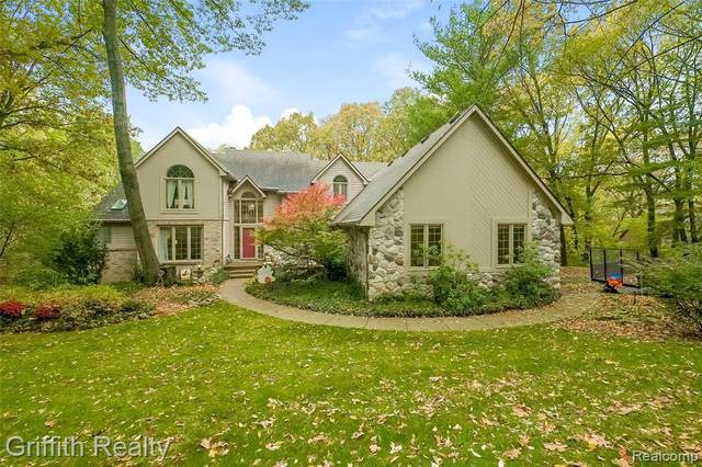 10629 Hickory Knoll Crt, Brighton, MI 48114 (MLS #2200088305) :: Scot Brothers Real Estate