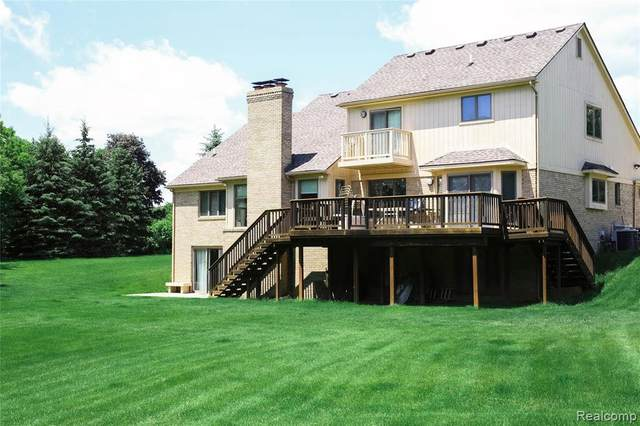 4453 Stonewood Court Crt, Rochester, MI 48306 (MLS #2200088465) :: Scot Brothers Real Estate