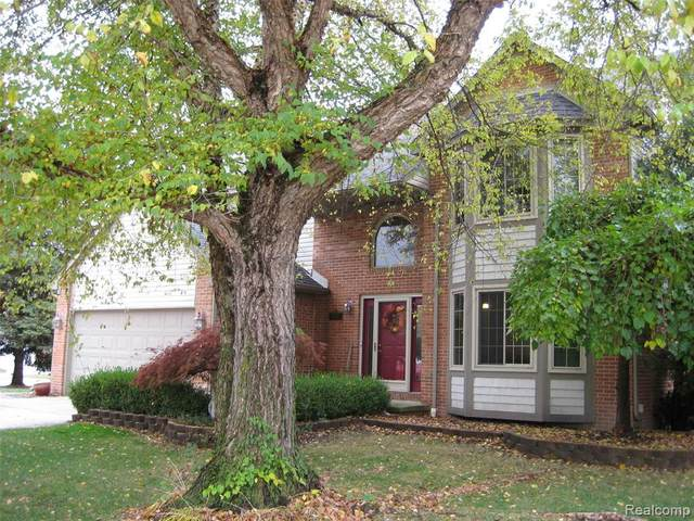 27285 Maple Wood Dr, Romulus, MI 48174 (MLS #2200088483) :: Scot Brothers Real Estate