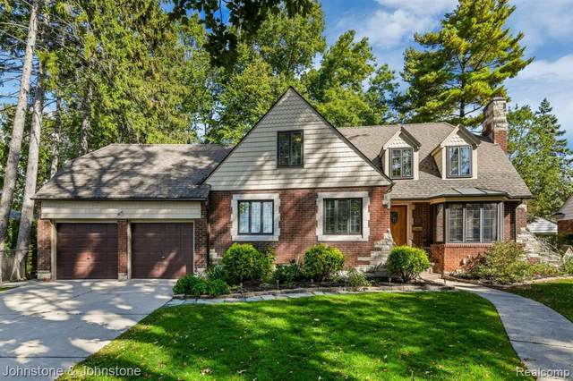 352 Moselle Place W, Grosse Pointe Farms, MI 48236 (MLS #2200088971) :: The Tom Lipinski Team at Keller Williams Lakeside Market Center