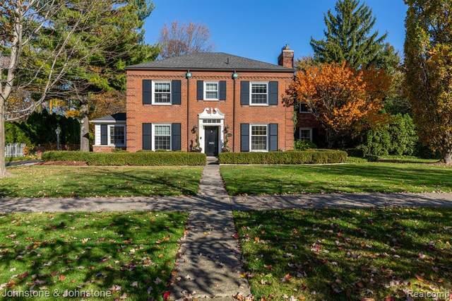 1152 Lochmoor Blvd, Grosse Pointe Woods, MI 48236 (MLS #2200092550) :: The BRAND Real Estate