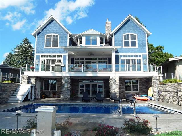 13500 Wenwood Pkwy, Fenton, MI 48430 (MLS #2210003296) :: The BRAND Real Estate
